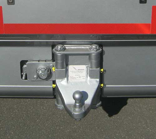 Vertically suspended trailer hitch