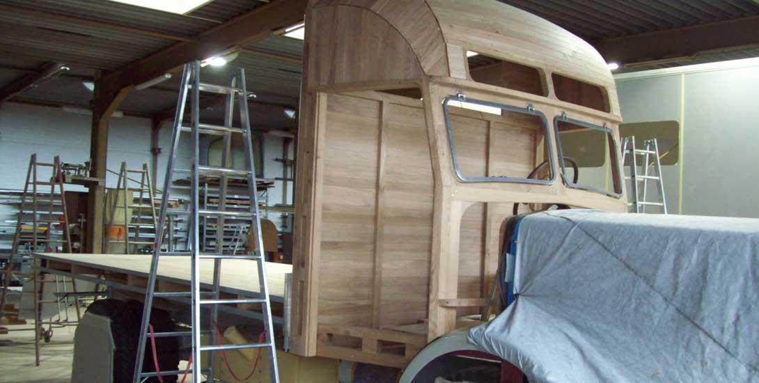 Neuaufbau Fahrerhaus mit Holzunterbau