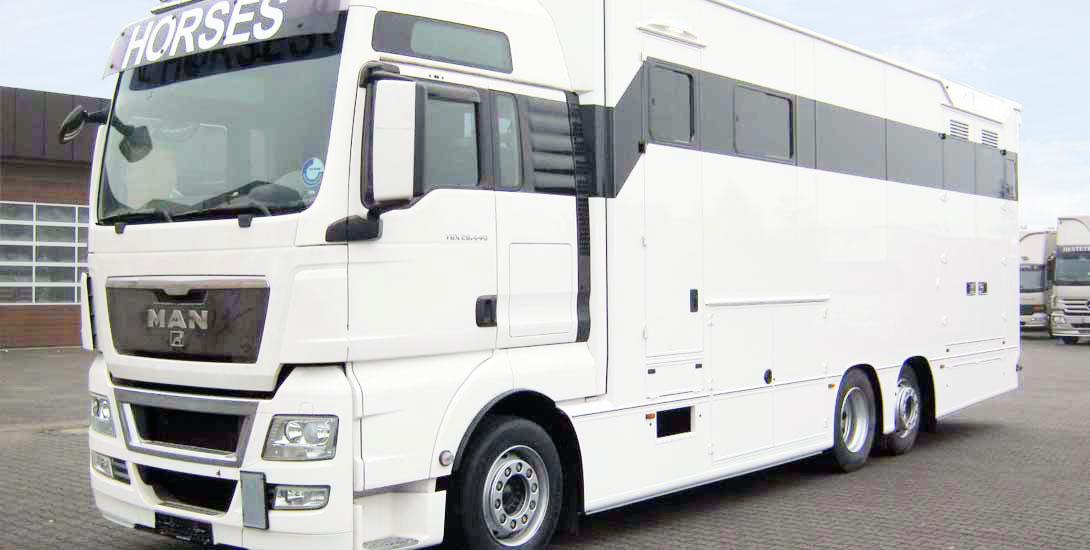 Pferdetransporter für 3 Pferde mit großem Wohnabteil