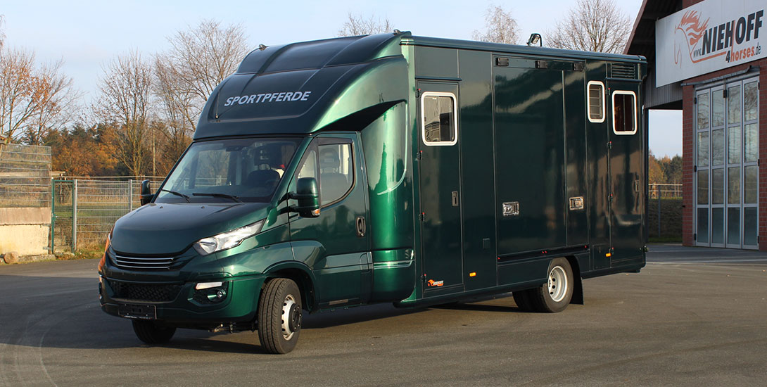 Iveco Daily Horse carrier with 5 seats